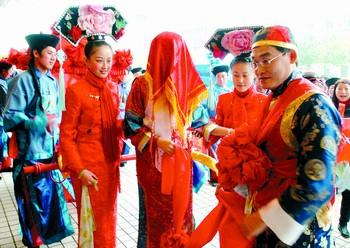 旗袍是满族妇女的传统服饰
