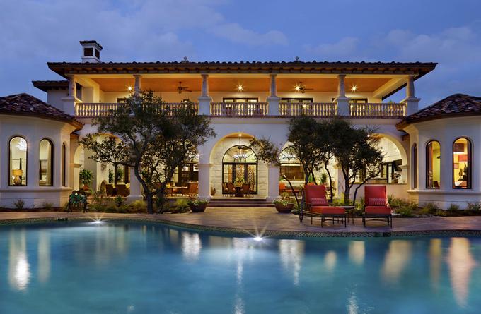 别墅院子里的鱼池风水知识吧!   在风水学中,庭院中的水代表