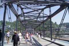 梦见在铁桥上行走周公解梦,梦见在铁桥上行走是什么意思?