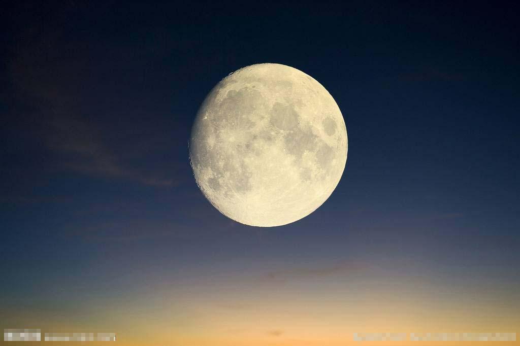 梦里见到的月亮,不同的形状,也表示了不同的人生遭遇或命运浮沉.图片